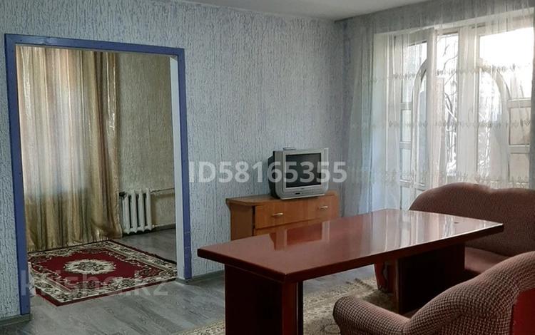 2-комнатная квартира, 60 м², 2/4 этаж посуточно, Абылай хана 46 — Макатаева за 8 000 〒 в Алматы, Алмалинский р-н