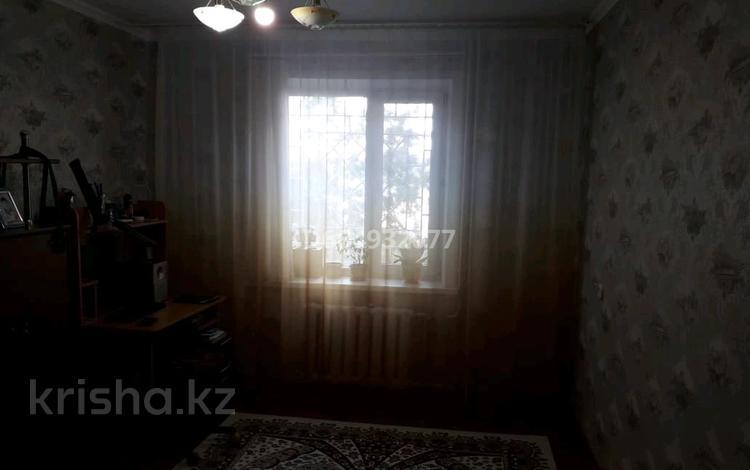 3-комнатная квартира, 69 м², 1/6 этаж, мкр. 4 31 за 21 млн 〒 в Уральске, мкр. 4