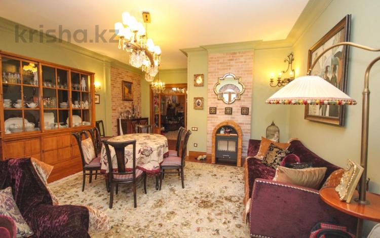 5-комнатная квартира, 260 м² помесячно, Рыскулбекова 19 за 1.5 млн 〒 в Алматы, Бостандыкский р-н