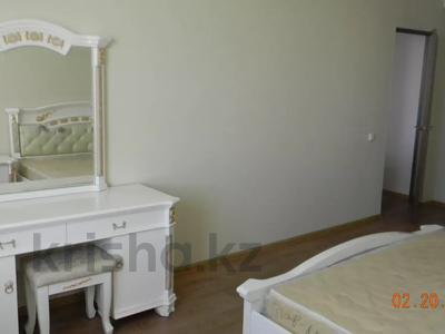 3-комнатная квартира, 92 м², 10/10 этаж помесячно, Ермекова 106/6 за 120 000 〒 в Караганде, Казыбек би р-н — фото 2