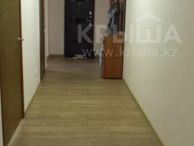 3-комнатная квартира, 92 м², 10/10 этаж помесячно, Ермекова 106/6 за 120 000 〒 в Караганде, Казыбек би р-н — фото 10