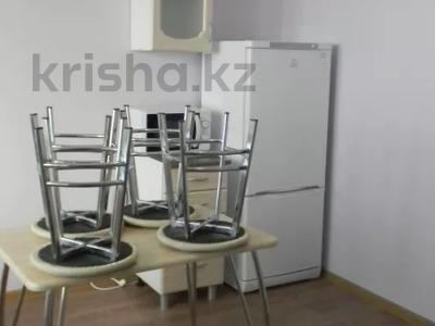3-комнатная квартира, 92 м², 10/10 этаж помесячно, Ермекова 106/6 за 120 000 〒 в Караганде, Казыбек би р-н — фото 9