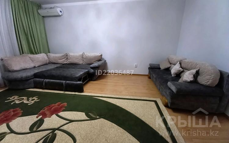 3-комнатная квартира, 90 м², 3/5 этаж посуточно, Новый 5 мкр 7 за 11 000 〒 в Уральске