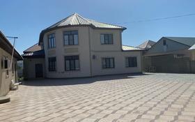 8-комнатный дом помесячно, 350 м², 10 сот., мкр Нурсая, Жеруйык 23 за 450 000 〒 в Атырау, мкр Нурсая