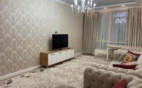 3-комнатная квартира, 110 м² помесячно, Аль-фараби 9 за 600 000 〒 в Алматы
