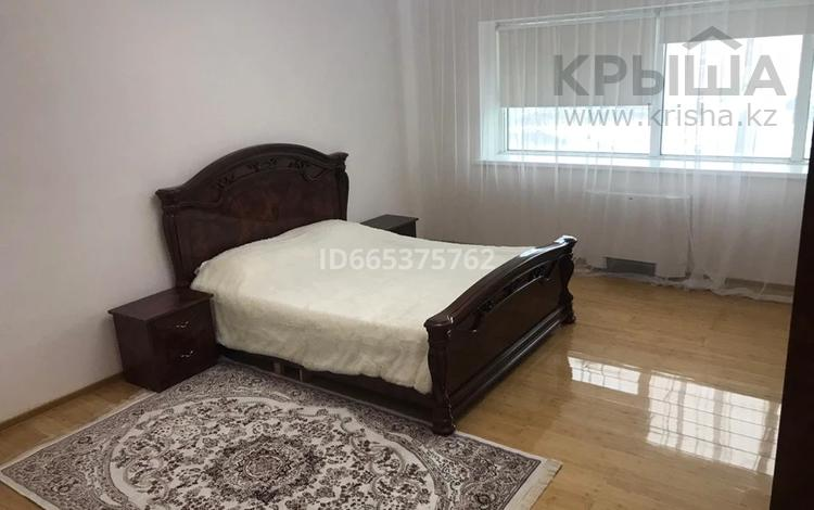 3-комнатная квартира, 135 м², 22/43 этаж на длительный срок, Достык 5/1 за 300 000 〒 в Нур-Султане (Астане), Есильский р-н