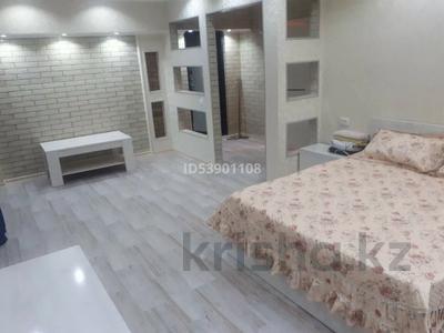 1-комнатная квартира, 40 м², 2/5 этаж посуточно, Туркистанская — Кунаева за 7 000 〒 в Шымкенте, Аль-Фарабийский р-н — фото 3