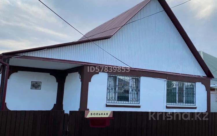 3-комнатный дом, 100 м², 5 сот., Жубанова (Вольная) — Лиственная за 27.9 млн 〒 в Уральске