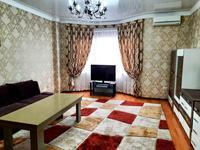 2-комнатная квартира, 75 м², 3/12 этаж на длительный срок, Тыныбаева 33 — проспект Кунаева за 250 000 〒 в Шымкенте