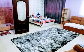 1-комнатная квартира, 45 м², 2/2 этаж посуточно, улица Сергея Тюленина 76 — Шолохова за 7 000 〒 в Уральске