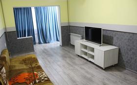 2-комнатная квартира, 50 м², 2/5 этаж посуточно, 13-й мкр 202 — Уалиханова за 10 000 〒 в Шымкенте, Енбекшинский р-н