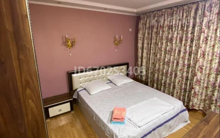 2-комнатная квартира, 63 м², 2/5 этаж посуточно, Майлы Кожа 17 — Ташенова за 12 000 〒 в Шымкенте