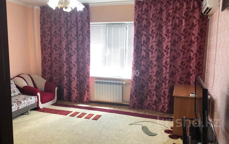 2-комнатная квартира, 68 м², 2/5 этаж на длительный срок, Ернязова 16 58 за 150 000 〒 в Атырау
