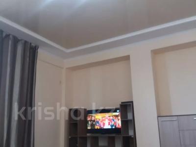 3-комнатная квартира, 90 м², 14/21 этаж посуточно, Толе би 286/6 — Тлендиева за 10 000 〒 в Алматы — фото 2