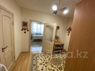 4-комнатная квартира, 107 м², 5/6 этаж, Алии Молдагуловой за 28.8 млн 〒 в Уральске — фото 2