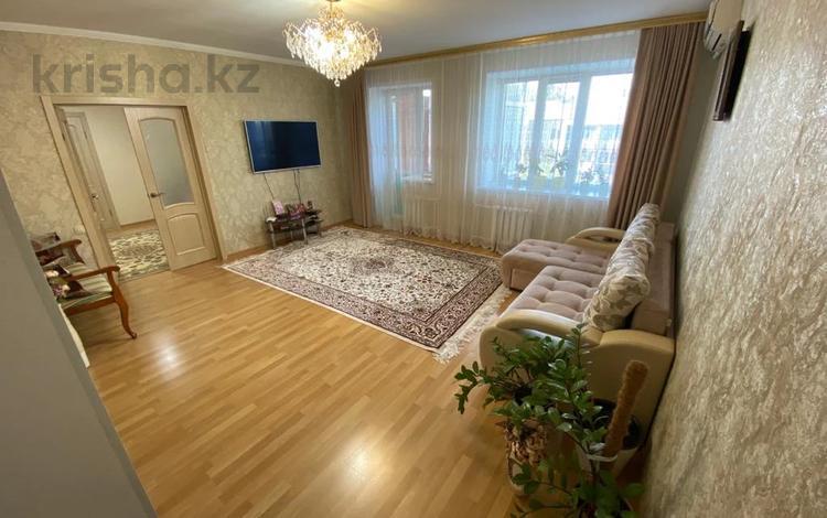 4-комнатная квартира, 107 м², 5/6 этаж, Алии Молдагуловой за 28.8 млн 〒 в Уральске
