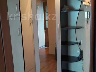 3-комнатная квартира, 61.9 м², 4/5 этаж, 17 микрорайон 56 за ~ 8.2 млн 〒 в Караганде, Октябрьский р-н — фото 2