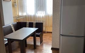 1-комнатная квартира, 50 м², 3/5 этаж помесячно, Мкр. Астана 18 за 85 000 〒 в Уральске