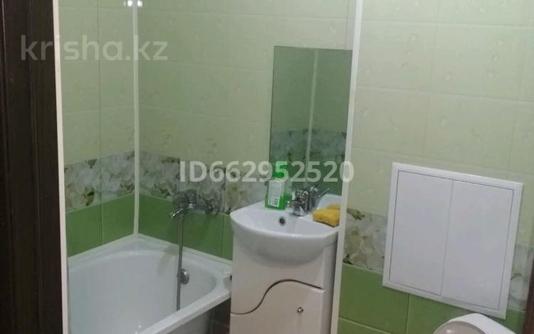 1-комнатная квартира, 32 м², 3/5 этаж посуточно, Мулдагулова 4 за 6 000 〒 в Уральске