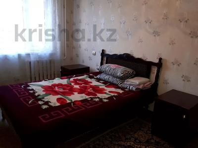2-комнатная квартира, 55 м², 1/5 этаж посуточно, улица Победы 137 — Мендалива за 5 500 〒 в Уральске