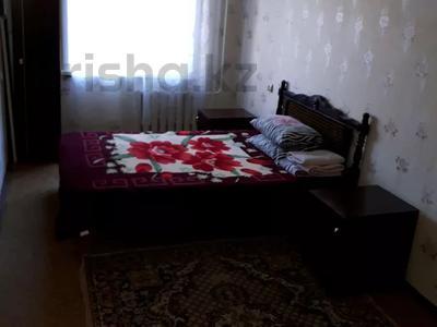 2-комнатная квартира, 55 м², 1/5 этаж посуточно, улица Победы 137 — Мендалива за 5 500 〒 в Уральске — фото 3