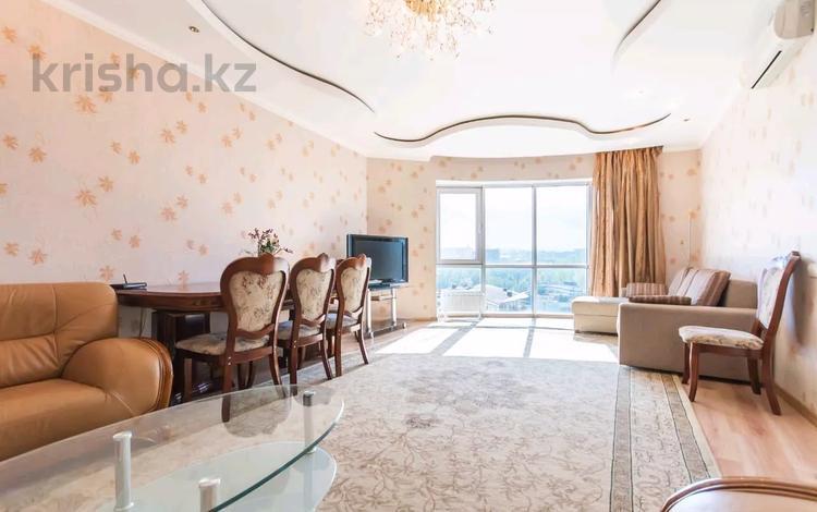 2-комнатная квартира, 70 м², 13 этаж посуточно, Достык за 17 000 〒 в Алматы, Медеуский р-н