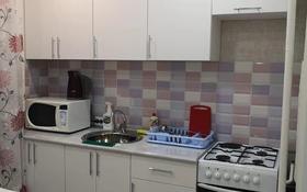 1-комнатная квартира, 34 м², 3/9 этаж посуточно, 4 мкрн 48 за 8 000 〒 в Аксае