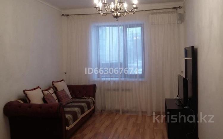 2-комнатная квартира, 70 м², 2/8 этаж помесячно, Авангард-4 66 за 150 000 〒 в Атырау, Авангард-4