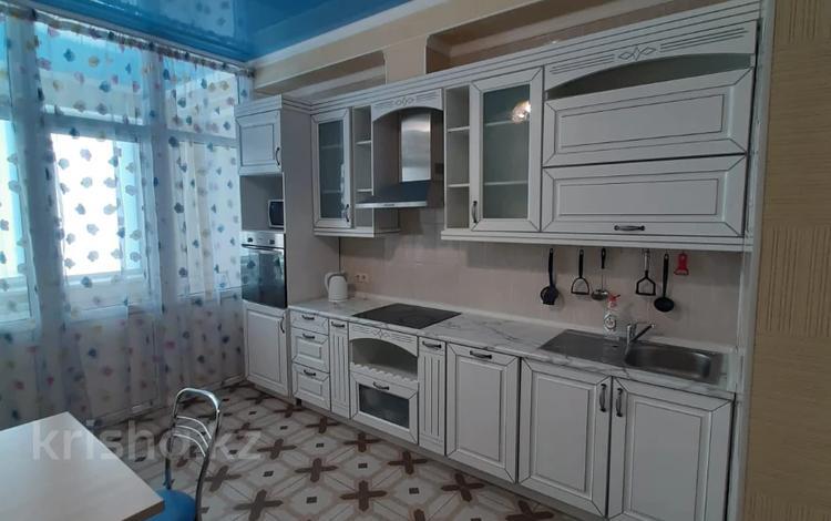 2-комнатная квартира, 80 м², 17/20 этаж помесячно, Аль-Фараби за 380 000 〒 в Алматы, Бостандыкский р-н