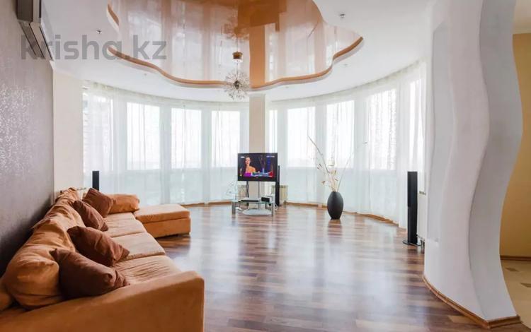 2-комнатная квартира, 72 м², 14 этаж посуточно, Навои 208 за 13 500 〒 в Алматы, Бостандыкский р-н