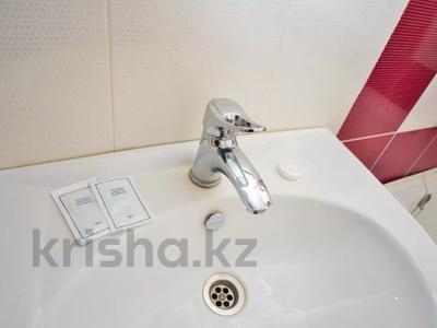1-комнатная квартира, 42 м² посуточно, Тлепбергенова 80 за 5 000 〒 в Актобе, Новый город — фото 8