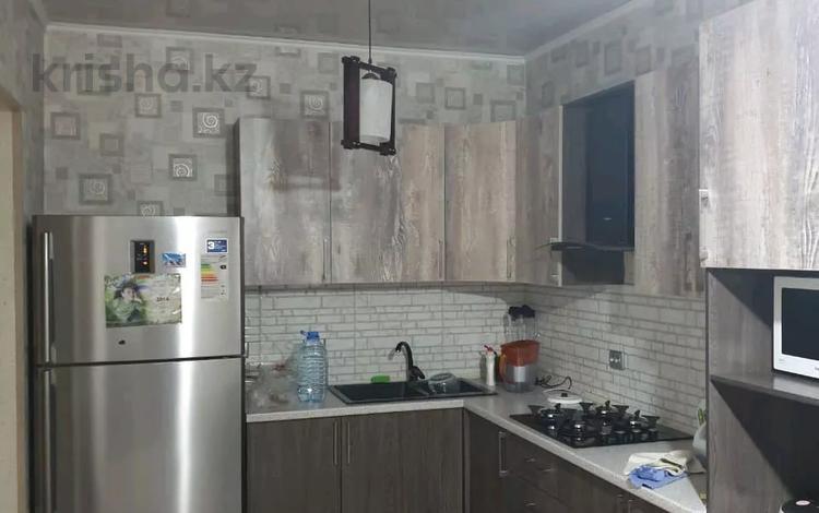 10-комнатный дом, 300 м², 8 сот., Алатауский р-н, мкр Акбулак за 42 млн 〒 в Алматы, Алатауский р-н
