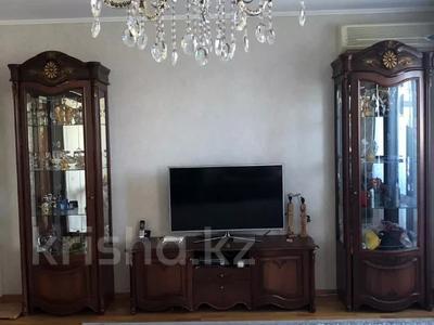 3-комнатная квартира, 100 м², 3/5 этаж помесячно, Журба 35А за 160 000 〒 в