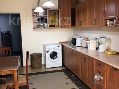 3-комнатная квартира, 100 м², 3/5 этаж помесячно, Журба 35А за 160 000 〒 в  — фото 8