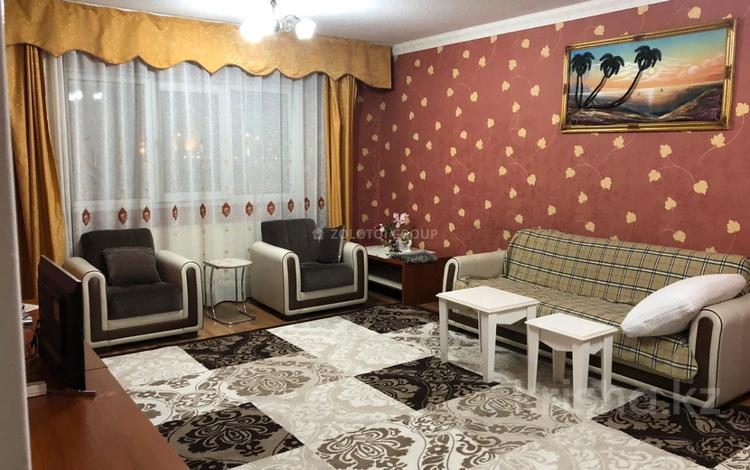 3-комнатная квартира, 90 м², 2 этаж помесячно, Мкр «Самал» 1 за 160 000 〒 в Нур-Султане (Астана)