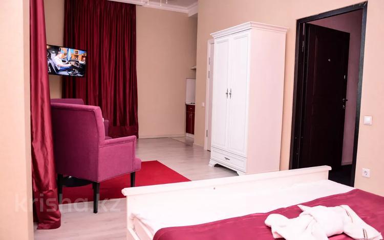1-комнатная квартира, 50 м², 22/22 этаж посуточно, Қабанбай батыр 11 за 7 000 〒 в Нур-Султане (Астана), Есиль р-н