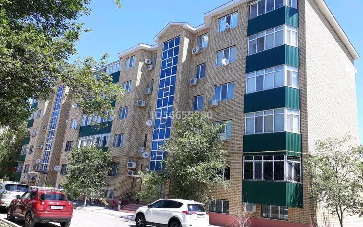 4-комнатная квартира, 138.3 м², 3/5 этаж, Жилгородок, Шарипова 30А за 43 млн 〒 в Атырау, Жилгородок