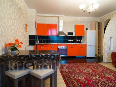 2-комнатная квартира, 65 м², 9/10 этаж посуточно, мкр Самал-2 85 за 12 000 〒 в Алматы, Медеуский р-н