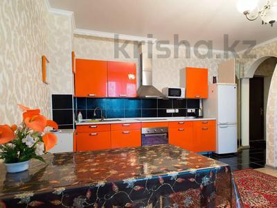 2-комнатная квартира, 65 м², 9/10 этаж посуточно, мкр Самал-2 85 за 12 000 〒 в Алматы, Медеуский р-н — фото 2