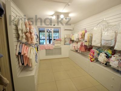 Магазин площадью 40 м², Жарокова 221 — Басенова за 300 000 〒 в Алматы, Бостандыкский р-н — фото 9