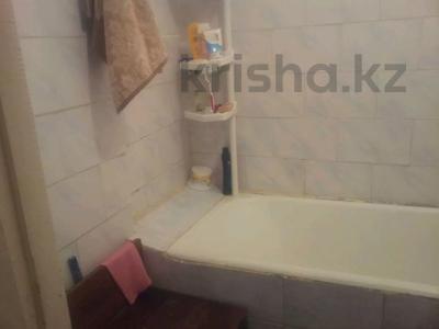 2-комнатная квартира, 47 м², 4 этаж, 8 мик 52 — Теплая за 7.5 млн 〒 в Таразе — фото 6