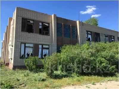 Здание, площадью 1323.2 м², Школьная 5 за ~ 20.9 млн 〒 в Акколе