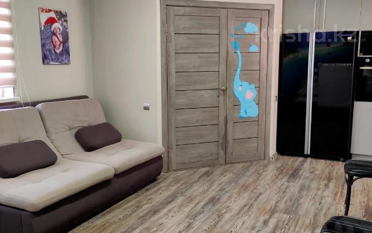 3-комнатный дом помесячно, 100 м², Каратаева 80 за 330 000 〒 в Алматы, Бостандыкский р-н