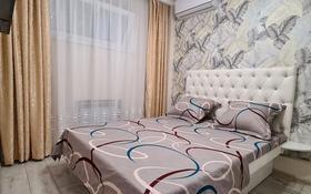 3-комнатная квартира, 50 м², 2/4 этаж посуточно, Площадь Аль-Фараби 2 за 15 000 〒 в Шымкенте, Абайский р-н