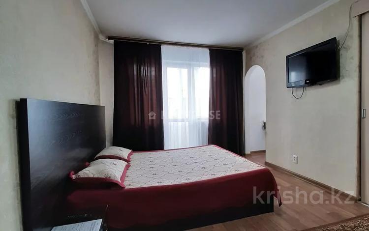 1-комнатная квартира, 32 м² посуточно, Нуркена Абдирова 34/3 — Гоголя за 6 000 〒 в Караганде, Казыбек би р-н