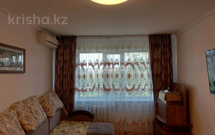 3-комнатная квартира, 64 м², 5/5 этаж, Строителей 26 за 5.7 млн 〒 в Аксу