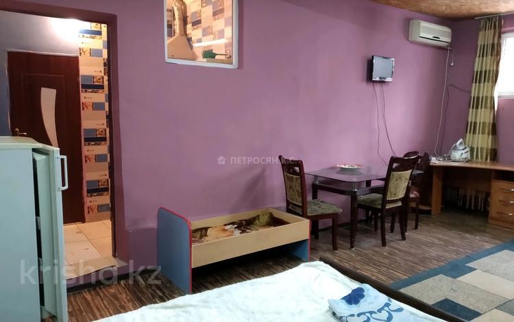 1-комнатный дом помесячно, 45 м², 2 сот., Муканова — проспект Жибек Жолы за 80 000 〒 в Алматы, Алмалинский р-н