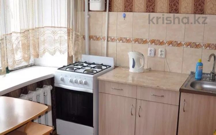 3-комнатная квартира, 60 м², 3/9 этаж посуточно, Ермекова 62 — Бухар жырау за 8 500 〒 в Караганде, Казыбек би р-н