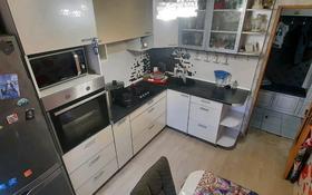 3-комнатная квартира, 70 м², 5/9 этаж помесячно, улица Мангелик Ел 17 — Ибраева за 180 000 〒 в Семее