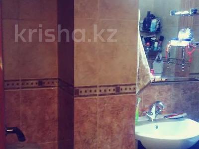 3-комнатная квартира, 57 м², 1/5 этаж, 15 мкр — Шаяхметова за 25 млн 〒 в Шымкенте, Енбекшинский р-н — фото 3